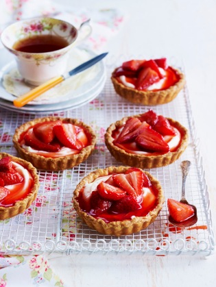 Strawberry and goat cheese tartlets